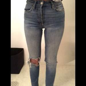 Blåa jeans från gina, väldigt bra skick