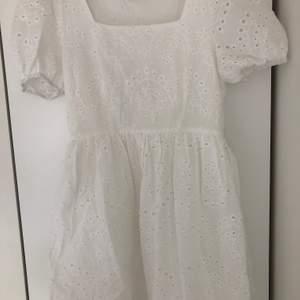 Helt ny klänning från shein, superfin! Säljer pga för stor då jag beställde S istället för XS, nypris 260kr. Kunden betalar för frakten