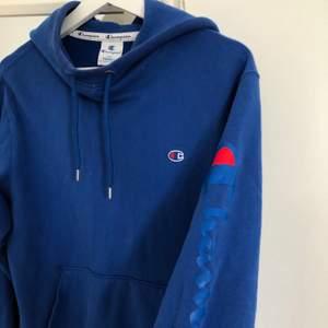 Champion hoodie köpt för 799kr strl xs men oversized så passar XS-M!💕💕