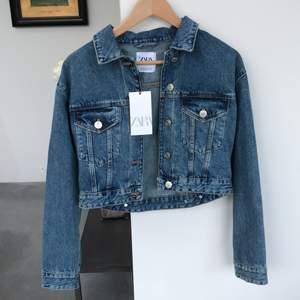 Säljer min jeansjacka från zara, aldrig använd. Ordinarie pris 399kr, jag står för frakten.