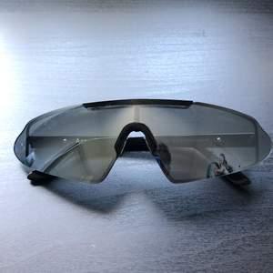 Nya solglasögon från acne studios. Nypris är 2800 kronor men jag säljer de för 2000. Priset kan diskuteras vid snabbare affär.