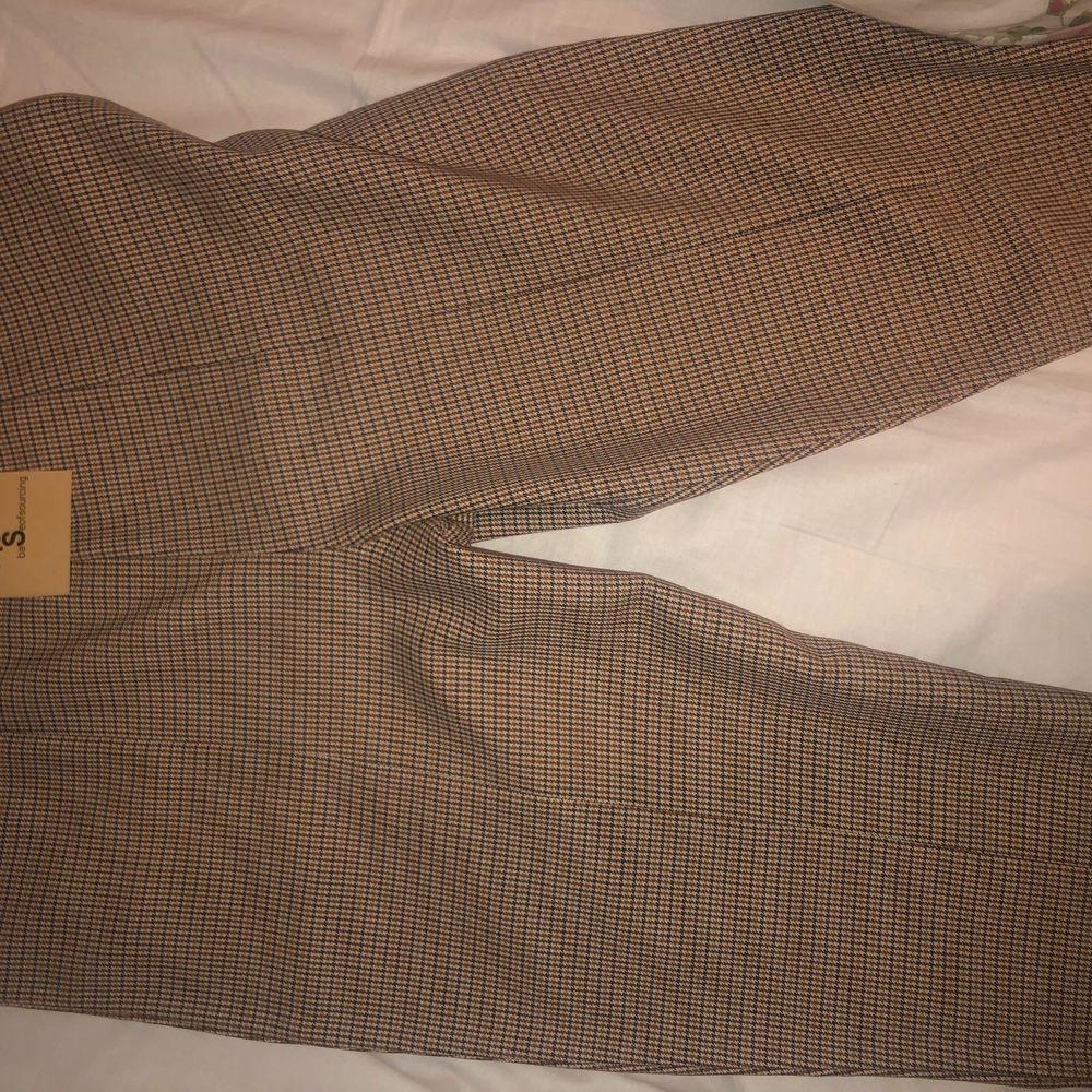 Storlek S, köparen står för frakt 💕 kom aldrig till användning . Jeans & Byxor.
