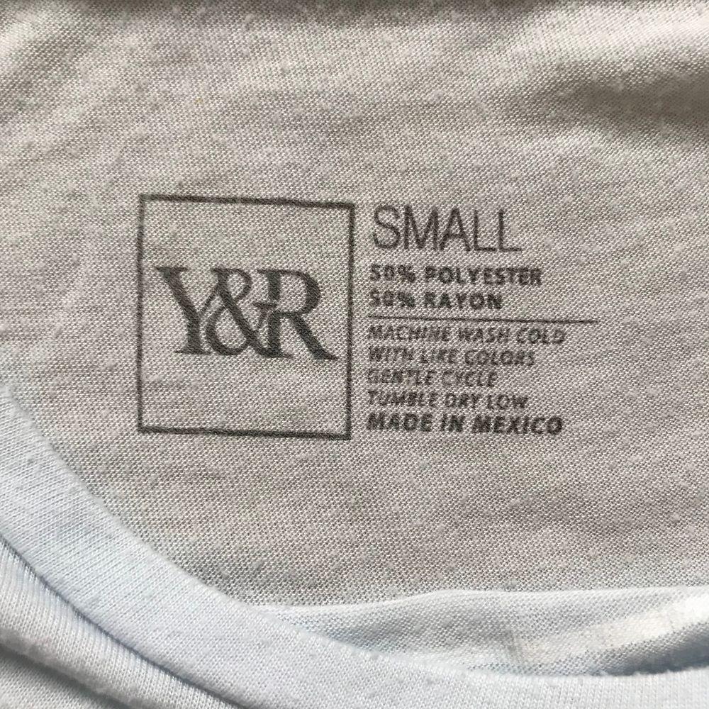 Ljusblå tröja från Young & reckless. Skjortor.