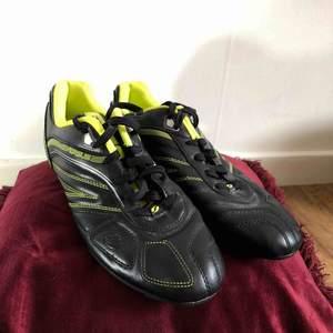 Fotboll skor ⚽️ kan mötas upp i Jönköping annars står köparen för frakten