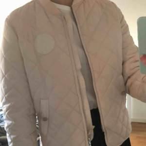 Säljer denna jackan från Morris! Nypris: 1000, mitt pris 200 inkl frakt🦋