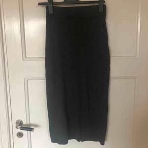 Kjol i tjockt bomullstyg   Upphämtning i Skanstull alternativt frakt på 63kr