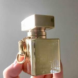 Lyxig partydoft från Gucci. Som ny! I princip allt finns kvar. Rensar bland parfymer jag sällan använder:) endast avhämtning i Sthlm. 150kr eller bud!