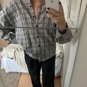 Jättefin rutig oversized skjorta köpt på nakd för något år sedan