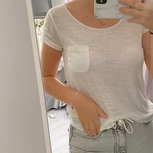 En vit odd Molly tröja/blus, jätte skönt material och använd några gånger. Den är i storlek 0 vilket motsvarar XS/S.