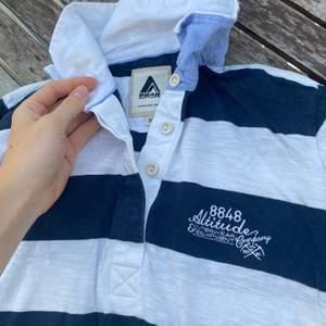 Båtinspirerad tröja med ränder