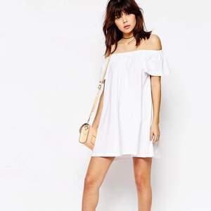 Asos klänning! Perfekt till sommaren. Använd 1 gång så klänningen är i fint skick!