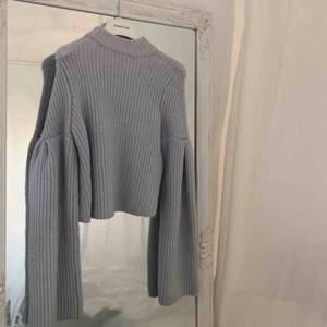 Super tjusig ljusblå tjockt stickad tröja från hm. Orginalpris 600kr. Mitt pris 250 gratis frakt