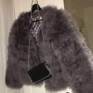 Jättecool och snygg pälsjacka från Dennis Maglic, älskar jackan men inte kommit till användning på senaste. Köpt för 1299kr💖 BUDA I KOMMENTARERNA!!!