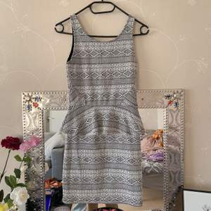short flirty dress, form fitting , good quality and embroidery design PR: 100kr