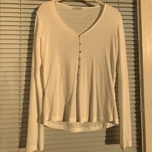 Långärmad tröja i strl: XS säljes. Från märket Wera. Helt oanvänd då den inte passar mig.