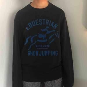 Oanvänd sweatshirt från h&m med mjukt fleece inuti