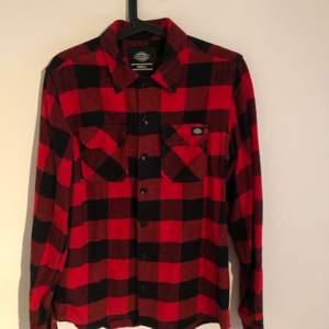 Röd flanell skjorta