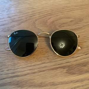RAY BAN Runda solglasögon, inga defekter  Tyvärr saknas original fodral men kommer skicka med ett annat