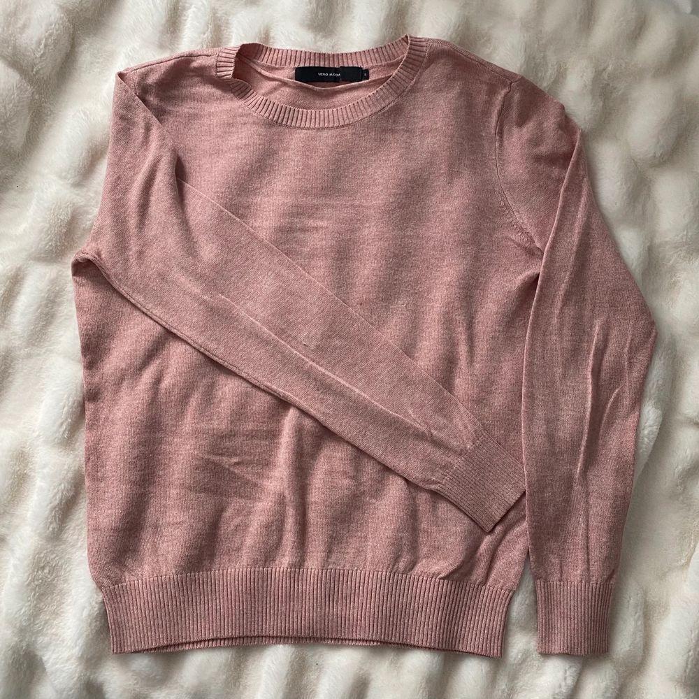 Fin tröja från vero Moda. Knappt använd är tröjan är i storlek S. Köparen står för frakt. . Tröjor & Koftor.