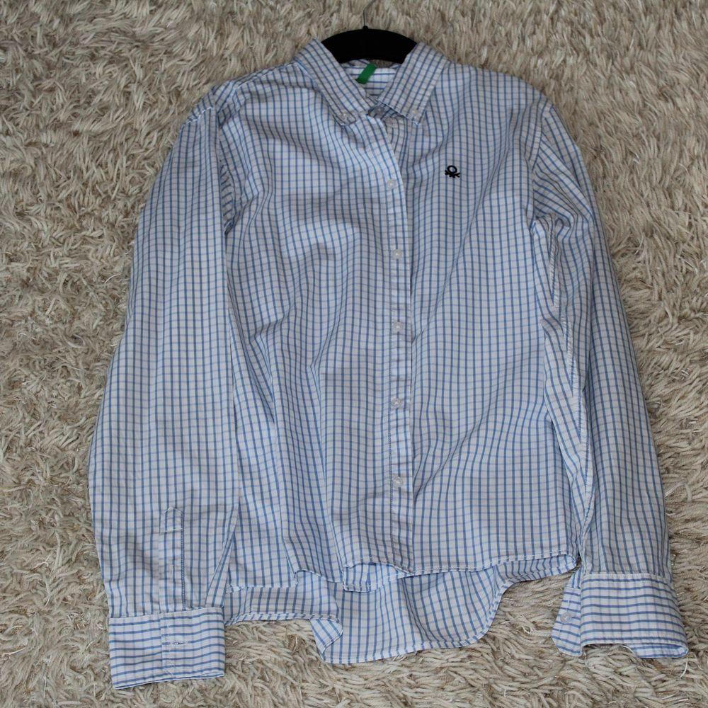 Bra skjorta fran Benetton med bra Kvalitet . Skjortor.