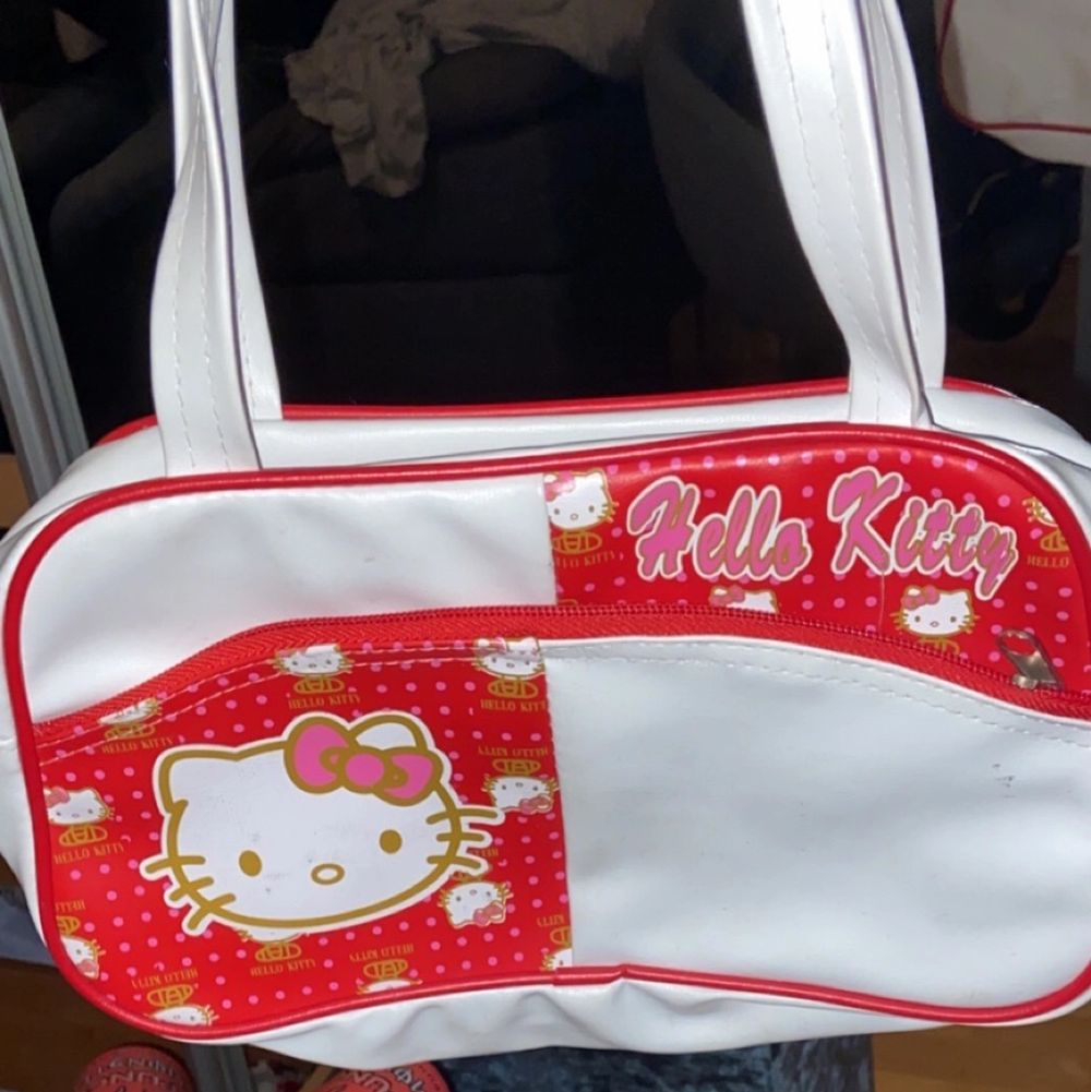 en gullig hello Kitty handväska, köpt på plick men inte använt så mycket, fint skick!! . Väskor.