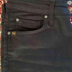Säljer oanvända svarta tiger of sweden jeans i modellen Shelly. Köpta på boozt.com innan jul.  Endast provade.