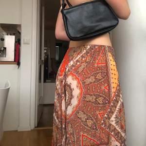 Säljer denna kjol i storlek s från zara !! Gratis frakt ⚡️