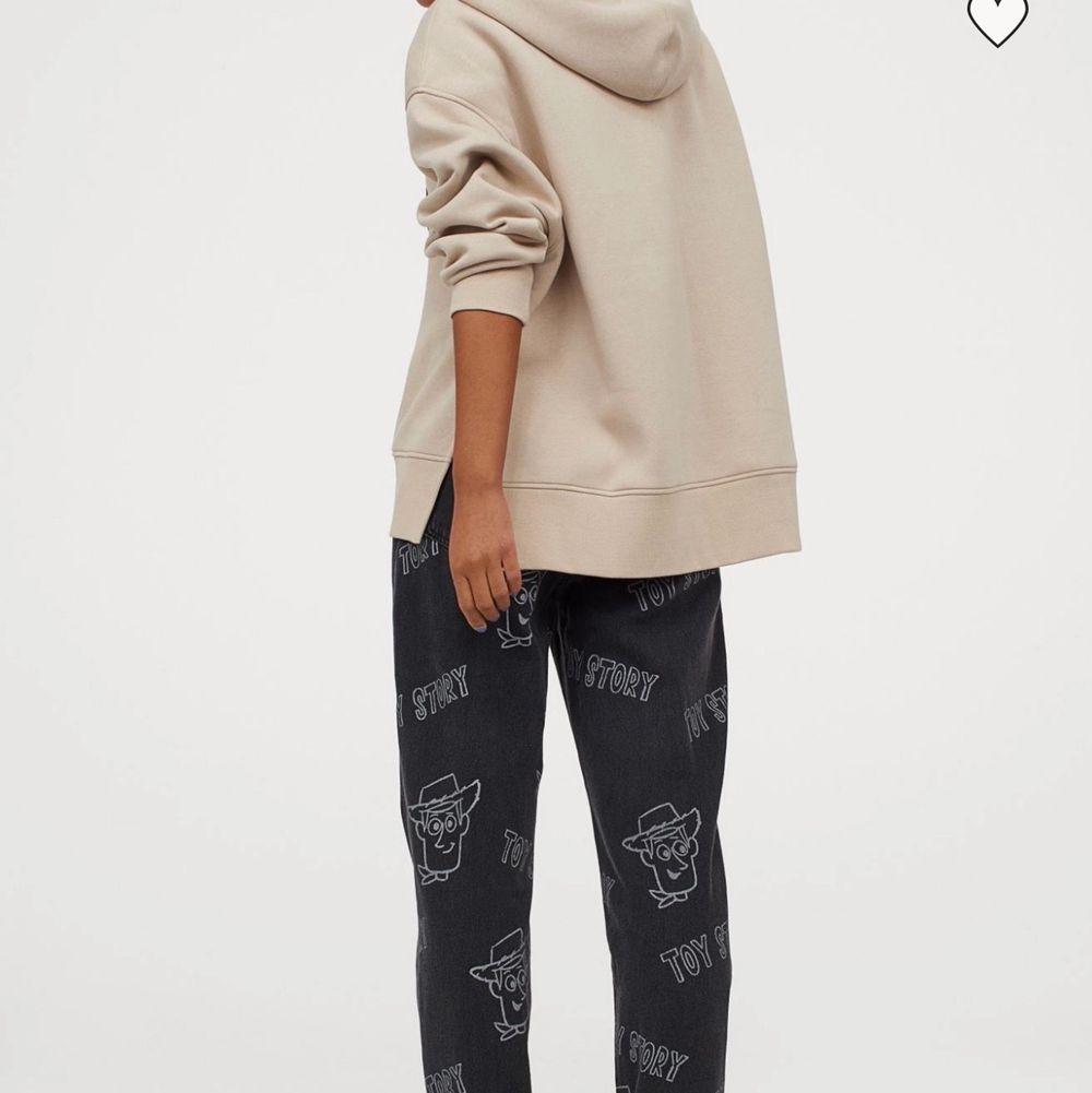 Söker dessa i strl 38 eller den storlek som passar en vanligtvis 38. . Jeans & Byxor.
