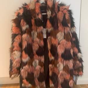 Fauxfur färgglad jacka från Rut & Circle som kom aldrig till användning. Köpte den för 1300kr. Budgivning från 100kr!