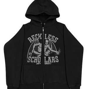 Säljer min as snygga reckless scholars hoodie i storlek m, den är helt ny aldrig använd kommer med påse o allt! Skriv privat om ni har frågor elr vill lägga ett bud💕