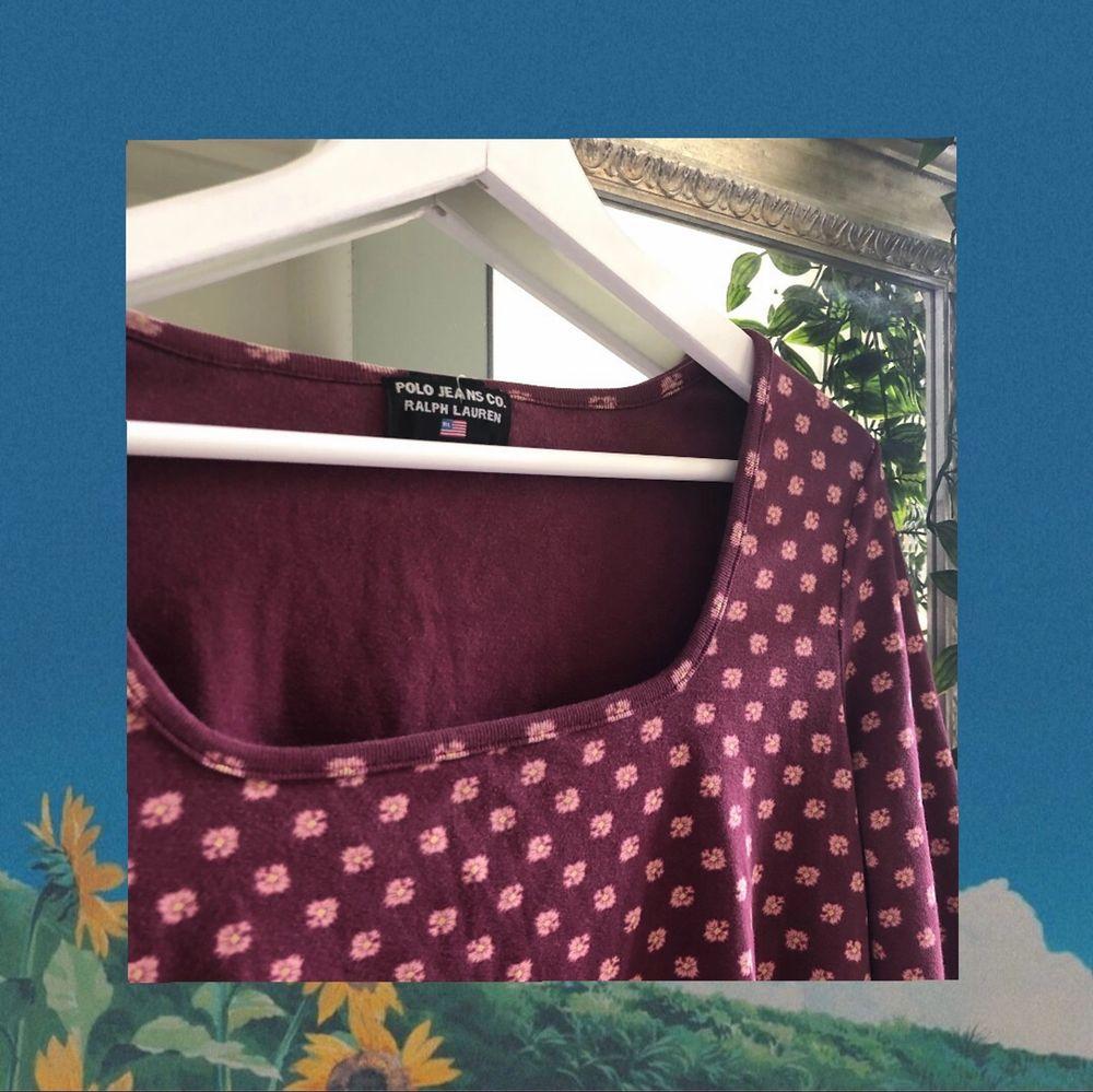 Söt långärmad Ralph Lauren tröja med square-neck i bra skick, använd en gång. Köparen står för frakt. Om ni har fler frågor är det bara att kontakta mig :). Toppar.