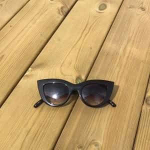 Fina solglasögon från NAKD i cat eye modell helt oanvända. Köparen står för frakt.