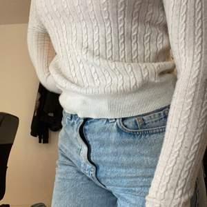 Suuuper mjuk stickad tröja från Gina i storlek S. Super bekväm men kommer tyvärr nt till användning. Nypris 199kr. Kan mötas upp vart som i skåne annars står köparen för frakt✨ Skriv för mer info!