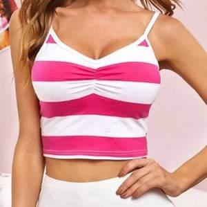 Super fint vit/rosa randigt linne, använd 2-3 gånger!⭐️💕säljer mer liknande saker på min profil🍭🍭