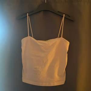Säljer mitt Beigea Gina linne, storlek xs. Säljes för att den är för liten för mig, kontakta mig om du är intresserad☺️