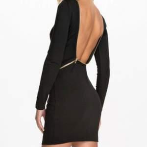 Jättefin häftig Rebecca Stella klänning storlek xs säljes. Som ny endast använd 2 gånger.