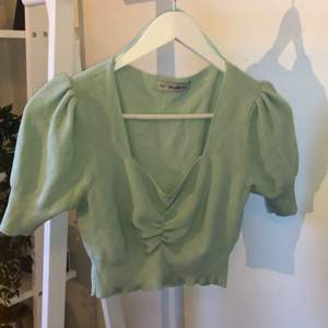 En jättefin mintgröna sommar topp!! Jag säljer den då jag behöver rensa min garderob, den är fortfarande i bra skick!