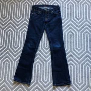 Lågmidjade jeans från Nudie i storlek W27L32. Jättebra skick. Köparen står för frakt💕