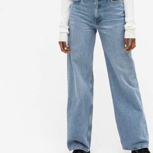 Säljer dessa super snygga jeansen då dem tyvärr blivit för små💞Inga skador. Köparen står för frakt, kom privat för fler bilder på jeansen💞nypris:400kr (villig att sänka pris vid snabb affär)