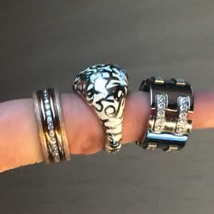 3 stycken skit snygga ringar från Edblad Vill helst sälja dom ihop för en klumpsumma, annars om man vill köpa nån enstaka ring bara, så kostar dom mer per styck. Storlek på ringar... Rosé ringen storlek 18,5. Dom andra 2 ringarna är storlek 16,8.  Har du nån fråga så fråga på.