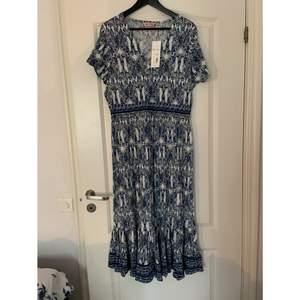 En fin klänning från indiska, aldrig använd. Skriv vid intresse 💕