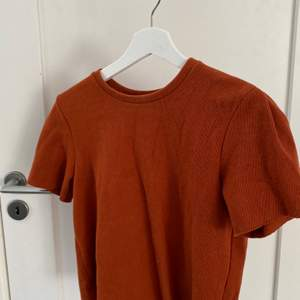 Säljer denna bruna tröja från Bershka! Den är i stl S och säljer pga av för liten💕💕
