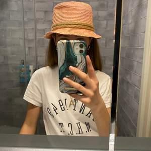 Jättesnygg hatt i nyskick, inte så använd! Perfekt till sommaren 👌🏼 köparen står för frakt