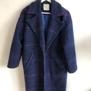 """Selling one of my favorite coats since I'm not using it anymore 😥 it's super cute!! And it's in a great condition! """"Cocoon"""" fit, looks a little bit oversized, but not much because of the button in front."""