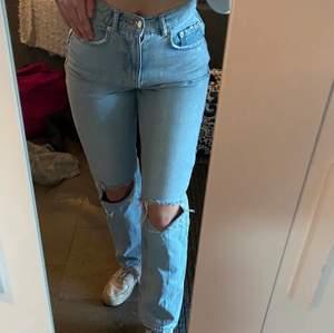 Hej! Söker ett par sådana jeans! Har du ett par såna eller liknade kontakta mig o skicka bild! Gärna till ett rimligt pris. Skulle behöva i storlek: XS/XXS☺️
