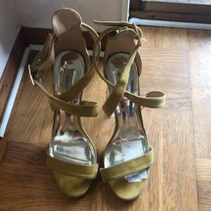 At least 10cm high platform and needle heels. Looks very elegant under long dresses and bootcut pants