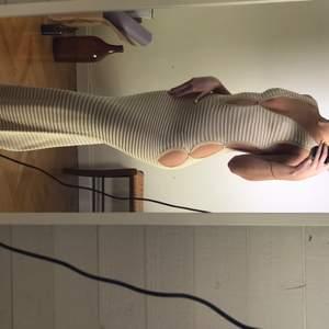 Säljer denna dröm! Som någon annan får bära. Det är en klänning från weekdays Y2K edition och var alltså limited. Köpt för 600 kr.