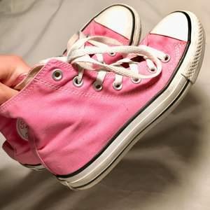 Måste nu sälja en av mina favoritskor, så snygga!!! De är rosa & i storlek 36💞Jättefint skick!!!🌸 230kr + 66kr frakt (spårbart)💕