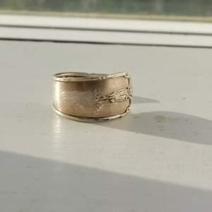 Supercool ring gjord av äkta silver bestick