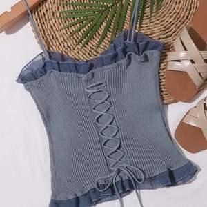 Super fint linne som aldrig kommer till användning. Framtill kan man dra i snöret och styla de som man vill. Linnet är i stretch vilket gör att de passar xs s o m.